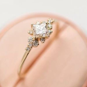 Beautiful vintage feel gold and diamond ring